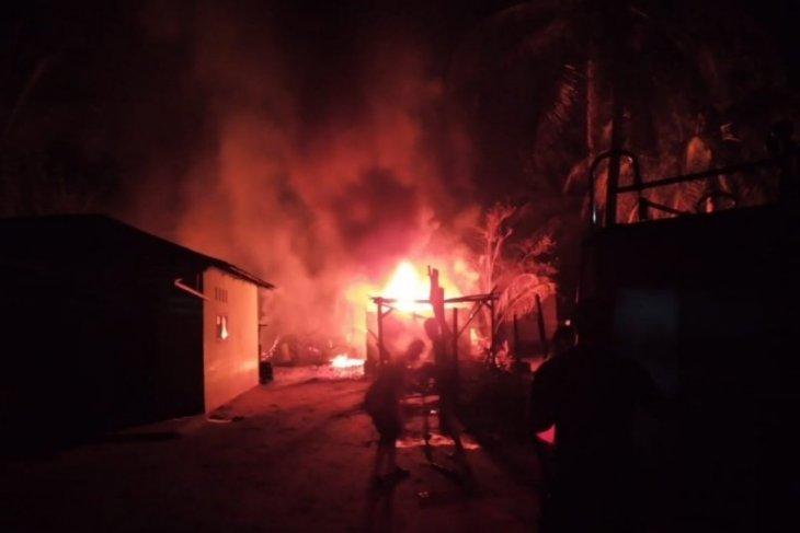 Dapur olahan minyak di Tanjung Pura Langkat terbakar
