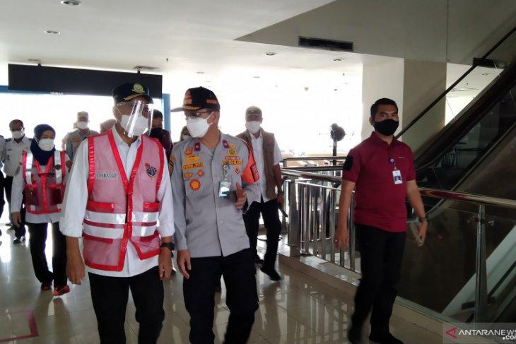 Minister observes health protocols applied at Pulogebang Terminal