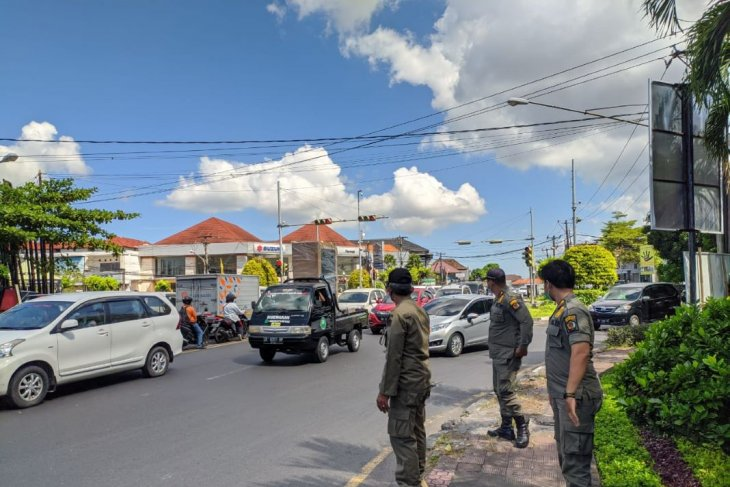 Tim Yustisi Denpasar tertibkan warga pelanggar prokes COVID-19