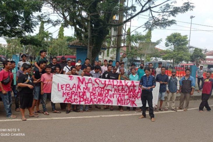 Para Sopir angkot Rangkasbitung minta pengoperasian kembali stasiun KA