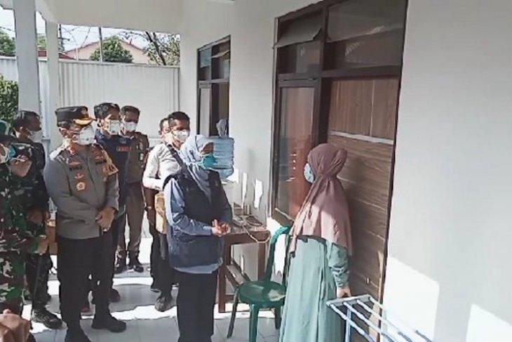 Gubernur bersama Pangdam-Kapolda kunjungi lokasi karantina pekerja migran di Madiun