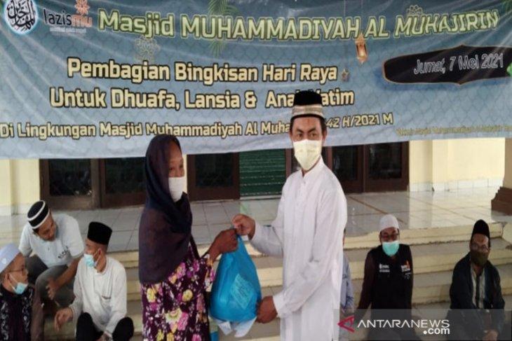 Masjid Al-Muhajirin Banjarmasin bagikan paket lebaran di empat kelurahan