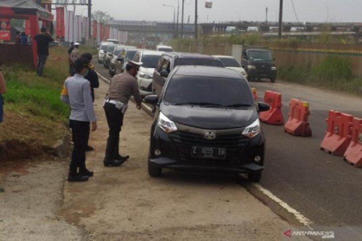 836 kendaraan pemudik diputar balik sejak larangan mudik di Bandung