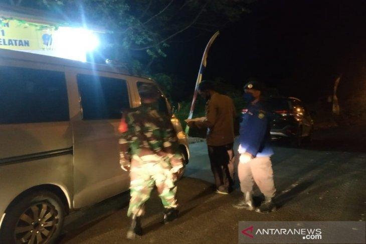 Sabtu malam, petugas sekat tujuh mobil pribadi masuk Tapsel