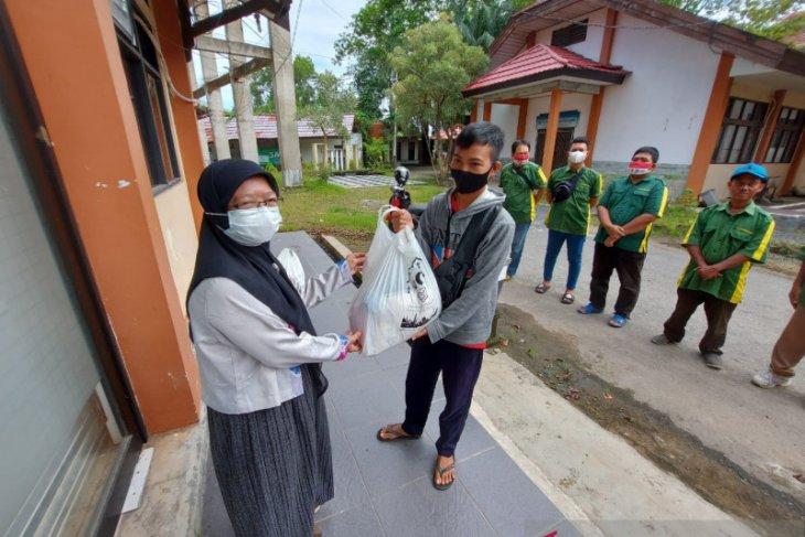 LAZ Poliban berbagi paket sembako bagi kaum dhuafa