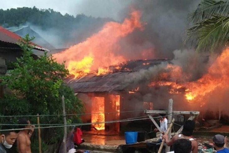 Empat rumah di Mela Tapteng hangus terbakar