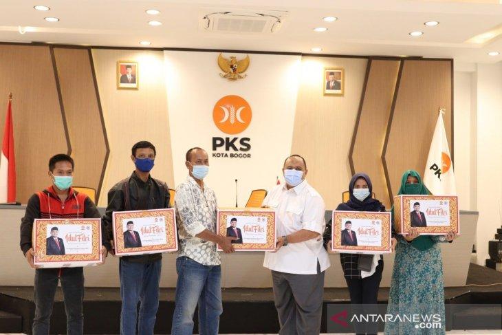 DPD PKS Kota Bogor bagikan 4.000 bingkisan lebaran