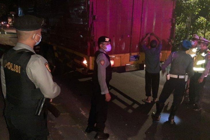 Larangan Mudik, Mobil pribadi dan puluhan pemudik di Badung-Bali diminta putar balik