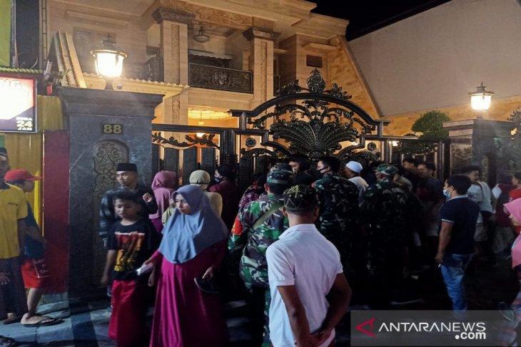 Polres Pamekasan sebar personel ke pusat perbelanjaan ingatkan penerapan prokes