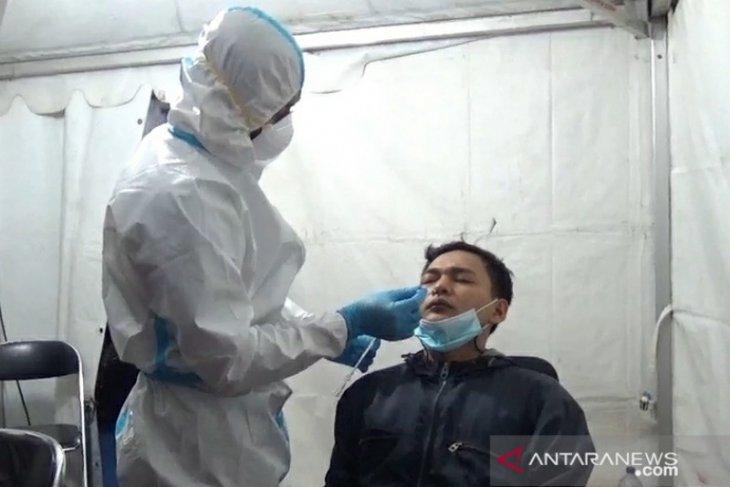 Pemudik diloloskan melintas di Karawang karena akan menikah