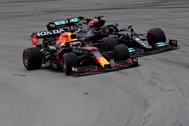 Verstappen Menjadi 'sasaran empuk' Hamilton di GP Spanyol