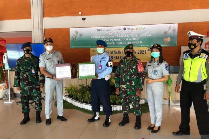 Di Bali, Jasa Raharja beri bingkisan ke petugas penyekatan mudik