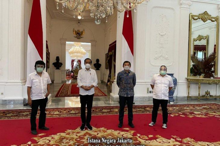 Adian Napitupulu-aktivis '98 temui Presiden Jokowi di Istana Negara