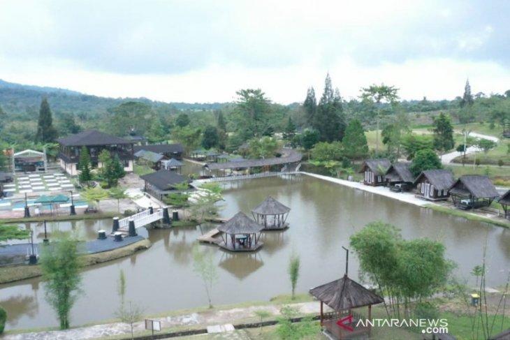 Wahana Syaakira View and Resto disemprot disinfektan