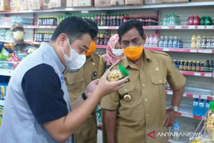 Bupati Belitung-Loka POM sidak pusat perbelanjaan jelang Idul Fitri