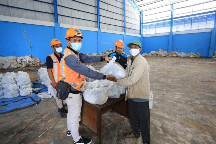 Pelindo III  bagikan 37 ribu paket sembako jelang Lebaran