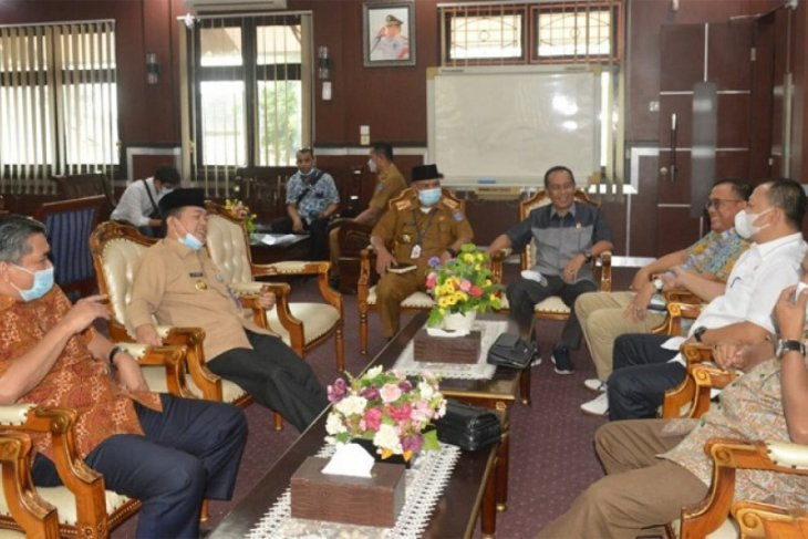 Komisi III DPRD Provinsi Jambi dan Bupati Merangin diskusikan kerusakan jalan akibat angkutan barang