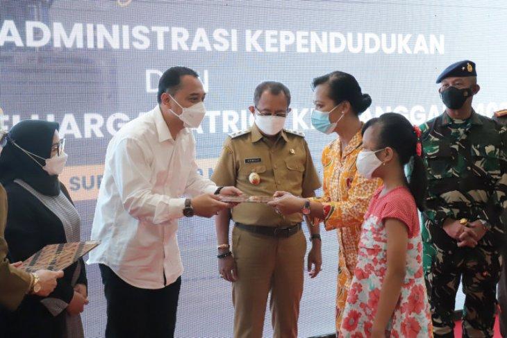 Belasan keluarga awak KRI Nanggala di Surabaya dapat tali asih