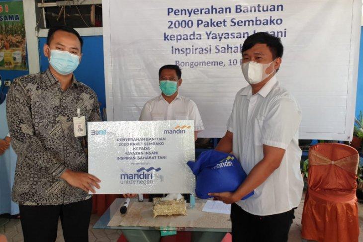 Bank Mandiri salurkan 2.000 paket sembako ke petani di Gorontalo