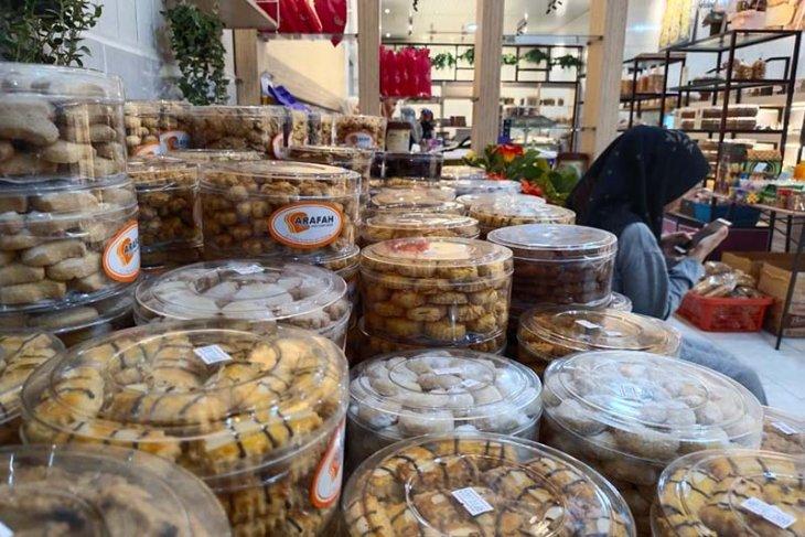 Jelang lebaran, toko kue kering di Simeulue banjir pembeli