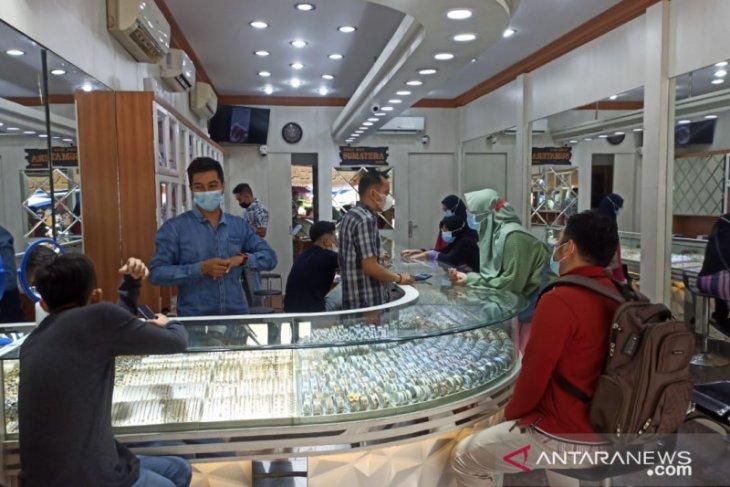 Jelang lebaran animo masyarakat beli perhiasan emas di Jambi meningkat