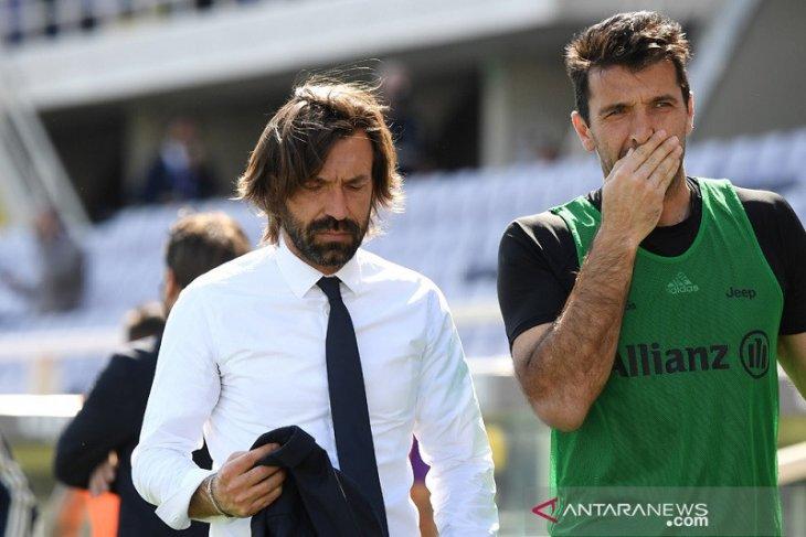 Buffon pisah dengan Juve, tapi belum pensiun