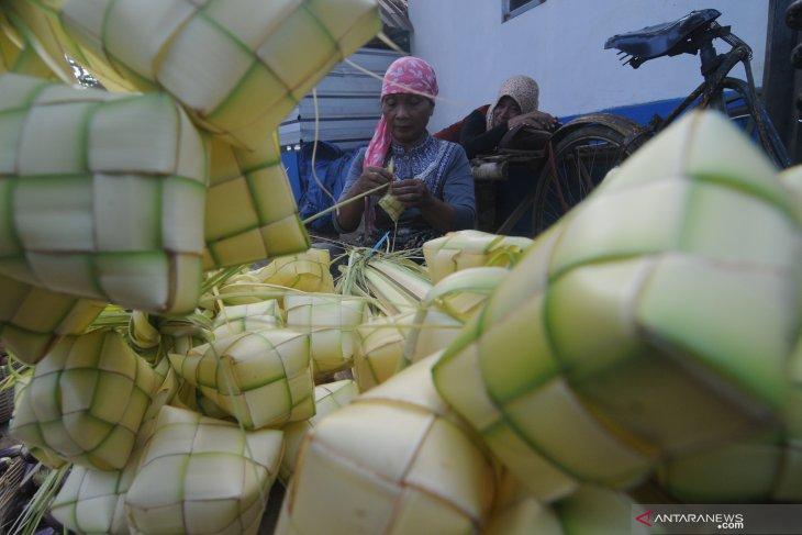 Penjual Musiman Cangkang Ketupat Idul FItri