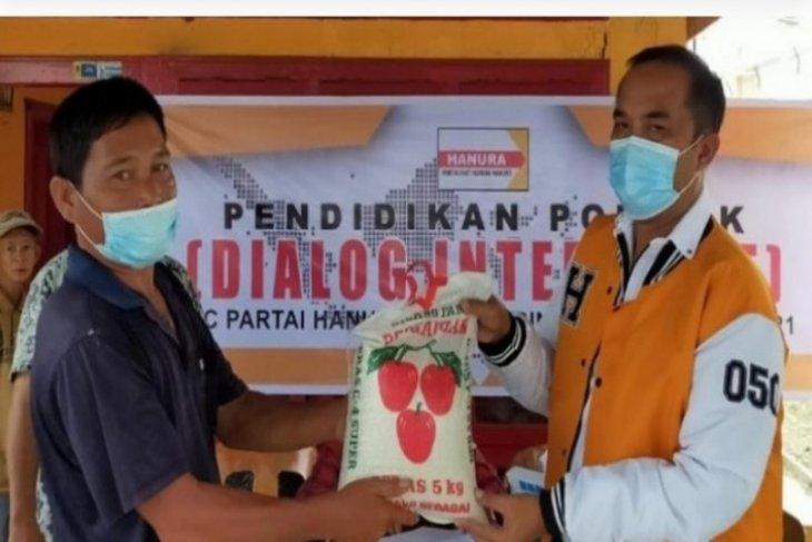 Hanura Tebing Tinggi bagikan beras kepada warga kurang mampu