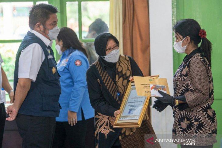 Mensos ke Palembang, sampaikan santunan kepada keluarga anggota Brimob yang gugur di Papua