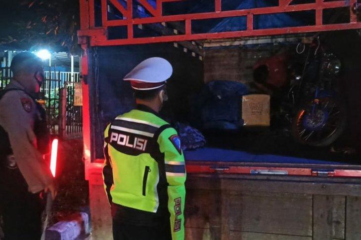 Polisi Badung putar balik mobil-pikap-travel selama larangan mudik