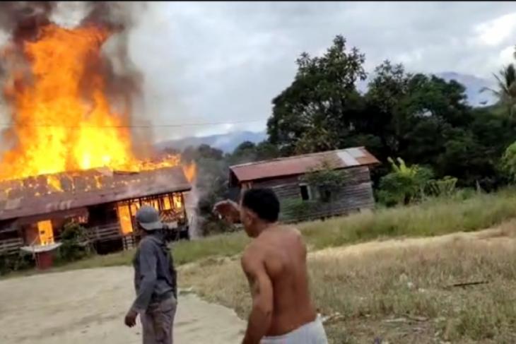 Dua rumah di Puring Kencana batas RI-Malaysia terbakar