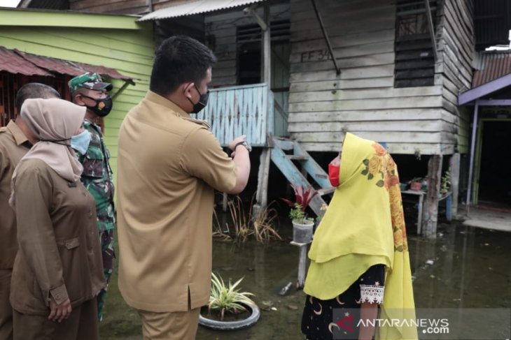 Pemkot  Medan kerahkan alat berat antisipasi banjir rob