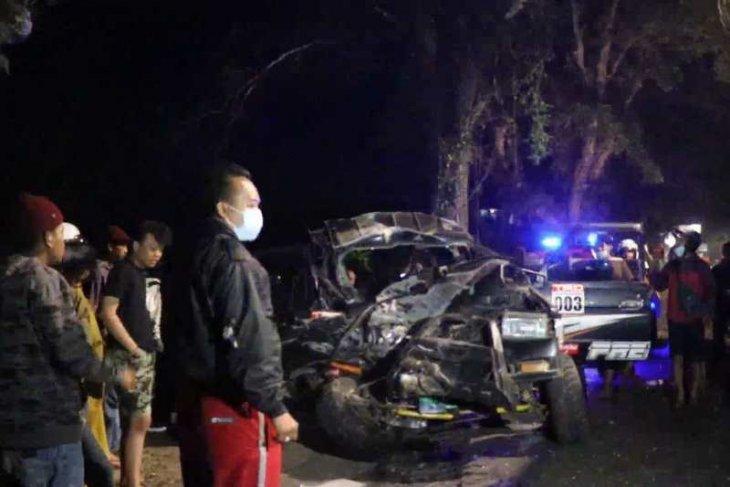 Kijang tabrak bus, 2 perangkat desa meninggal 2 lainnya luka-luka