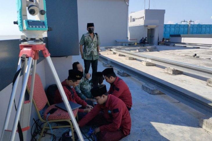 Rukyatul-hilal  penentuan 1 Syawal dilakukan di tempat tertinggi di Kota Surabaya