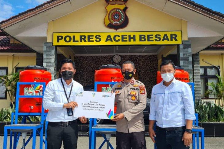 PLN UP3 Banda Aceh serahkan tempat cuci tangan