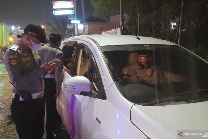 Polisi di titik penyekatan Tangerang-Serang putar balik 10.735 kendaraan