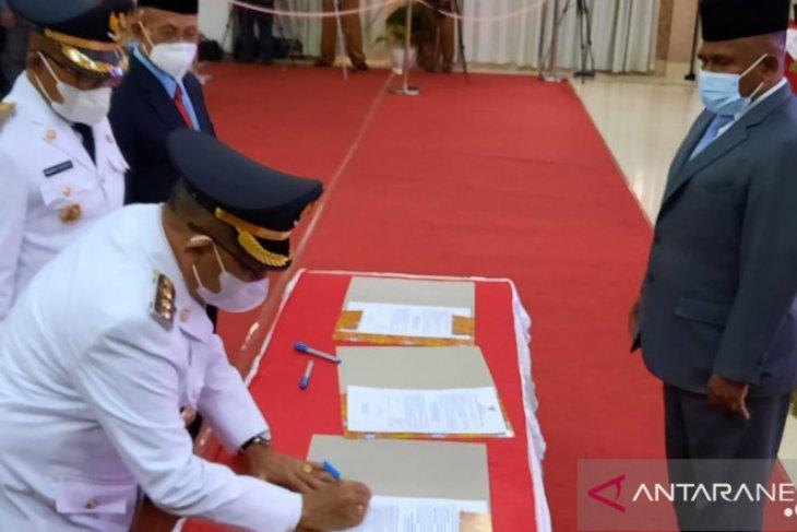 Bupati Hendrik Mambor resmi menjalankan tugas pemerintahan
