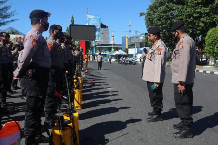 Masjid dan fasilitas publik di Kota Ternate disemprot disinfektan