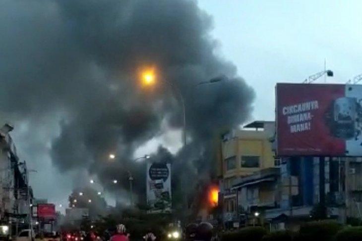 Setelah 1,5 jam berjibaku kebakaran di Jalan Tanjungpura berhasil dipadamkan