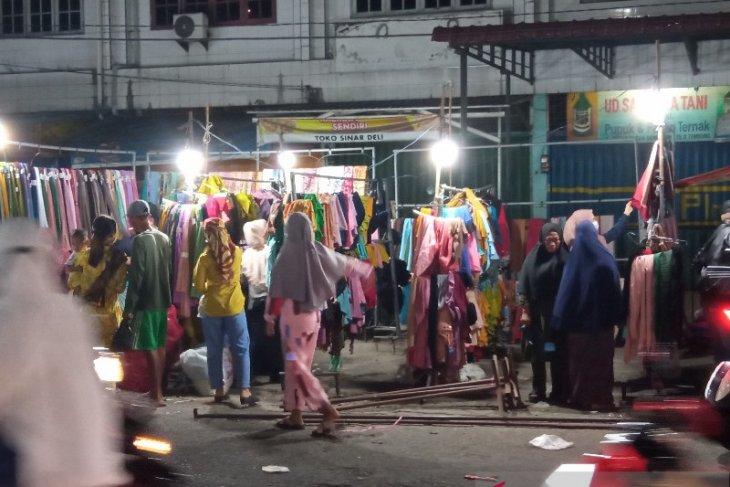 H-1 Lebaran, pasar tradisional di Deliserdang beroperasi hingga tengah malam