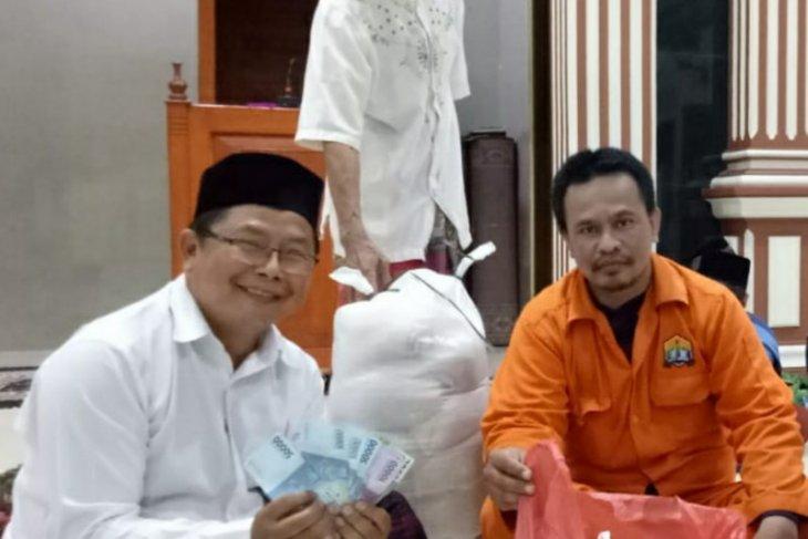 DKM Al Ikhlas TMI Kota Serang mulai distribusikan ZIS