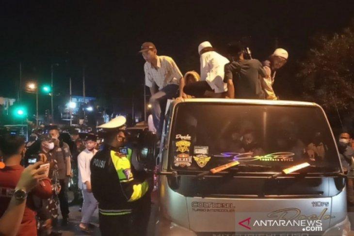 Takbir keliling di Jalur Puncak Bogor dibubarkan petugas (video)