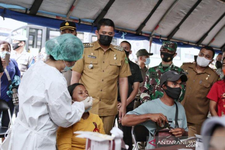 Belasan mobil terjaring di posko penyekatan mudik di Medan