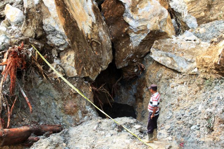Tiga penambang emas ilegal diamankan
