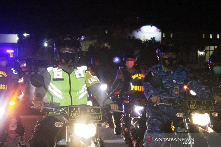 Kapolres Tapteng pimpin patroli gabungan malam Idul Fitri sekaligus imbau prokes
