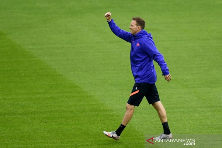Manuel  Neuer tetap kapten Bayern Muenchen, Nagelsmann dukung Sane