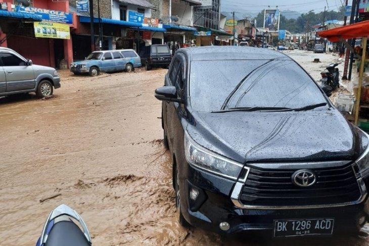 Kota Parapat kebanjiran