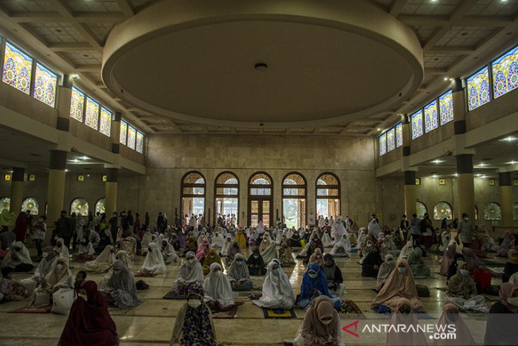 Shalat Id di masjid raya Bandung