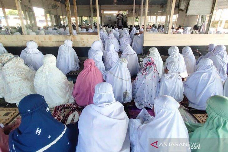 Jamaah shalat Idul Fitri padati masjid di Aceh Timur