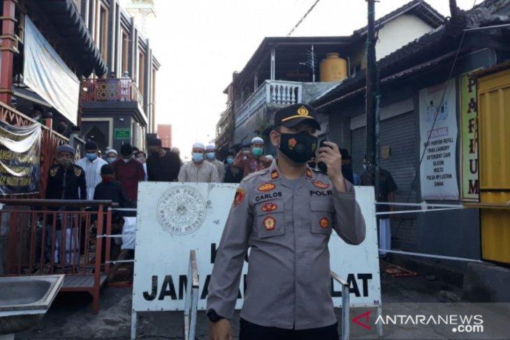 Umat Islam Bali lakukan shalat Idul Fitri di Masjid Raya Baiturrahmah dengan protokol kesehatan